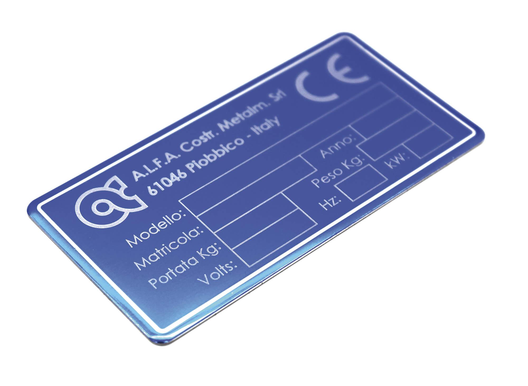 targa ce con incisione laser su alluminio anodizzato azzurro